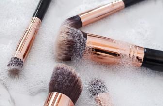 Jak czyścić pędzle do makijażu? Poznaj triki wizażystek